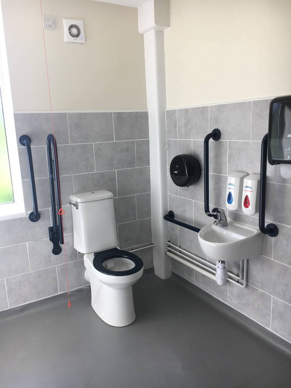dementia-friendly bathroom environments